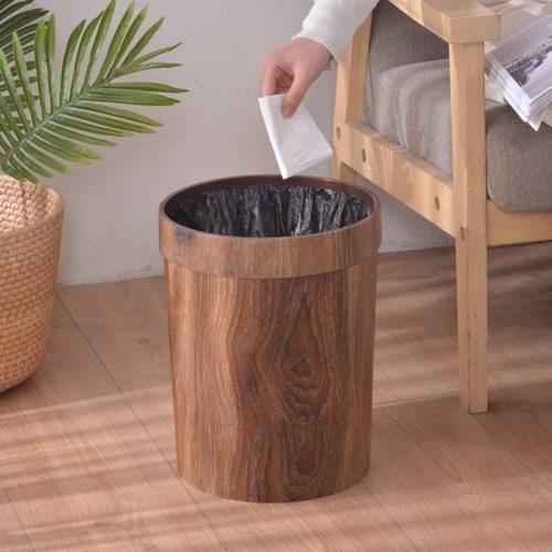 פח אשפה בעיצוב רטרו מעץ